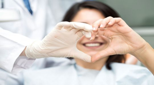 Zahnmedizin kann schlimme COVID-19-Verläufe verhindern
